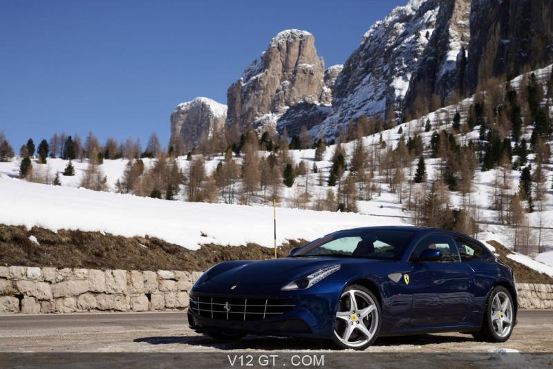 Ferrari-FF-rouge-bleu-3-4-avant-gauche_zoom