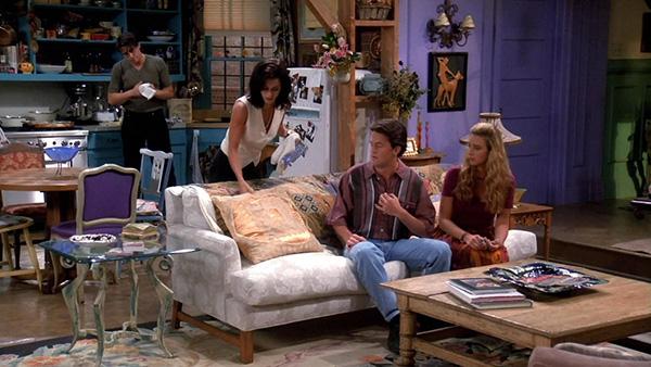 http://d.ibtimes.co.uk/en/full/1356725/friends-real-sofa.jpg