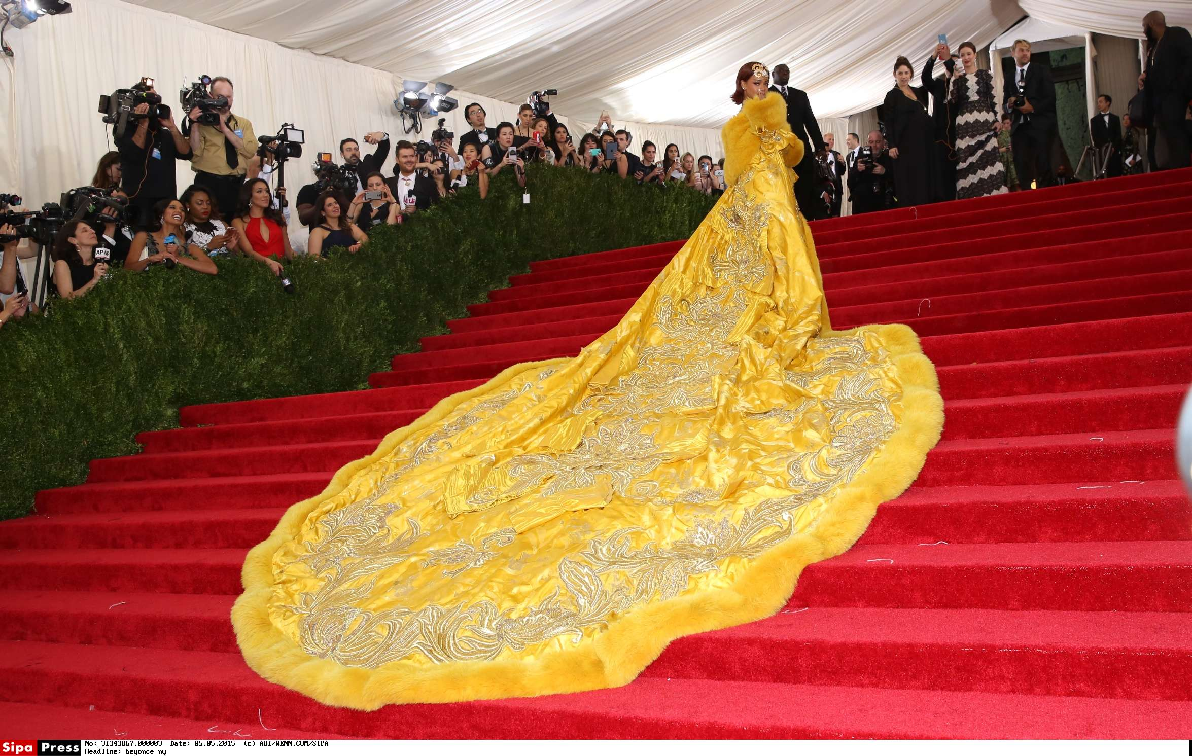 the 'China: Through The Looking Glass' Costume Institute Benefit Gala at the Metropolitan Museum of Art on May 4, 2015 in New York City. Featuring: rihanna Where: New York, New York, United States When: 05 May 2015 Credit: Andres Otero/WENN.com/met_gala_ny_2015_set_5_050515_01.wenn22450143/1505051406