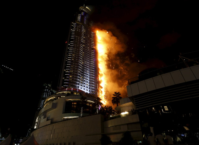 A fire engulfs The Address Hotel in downtown Dubai in the United Arab Emirates December 31, 2015. REUTERS/Ahmed Jadallah - RTX20NAX