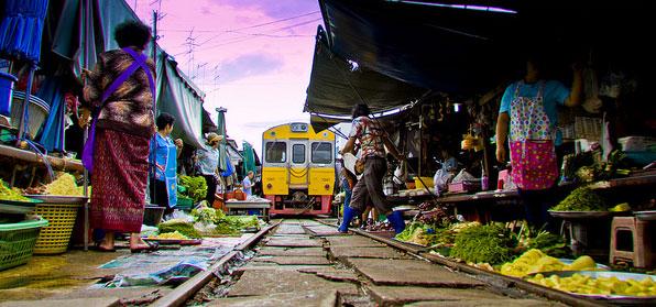 thailand_mae_klong_railway_market2