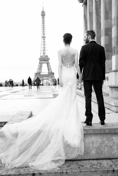 black-and-white-bride-eiffel-tower-groom-Favim.com-1898602