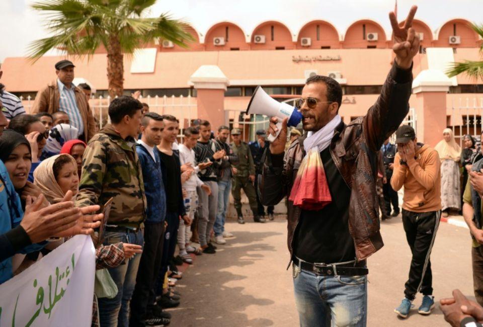 865563-des-marocains-manifestent-contre-l-homosexualite-en-marge-du-proces-d-un-homosexuel-et-de-trois-de-s