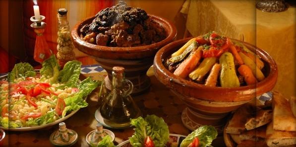 plats_buffet_typique_marocain_tajine
