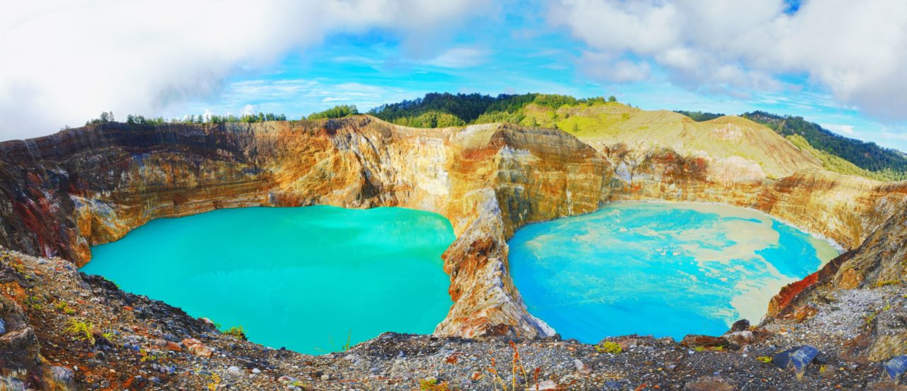 volcanic-lakes-at-polo-and-nuamuri-koofai-in-kelimutu-flores-indonesia