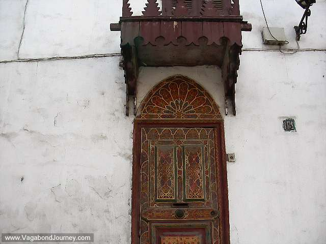 08-1747-artistic-doors-arab-world