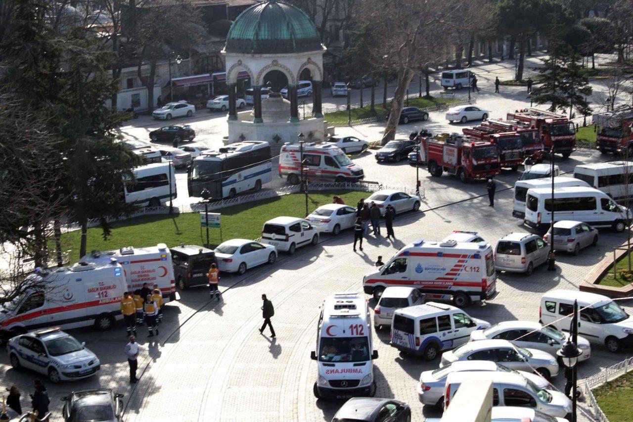 2048x1536-fit_vehicules-services-secours-zone-touristique-sultanahmet-apres-attentat-suicide-12-janvier-2016-istanbul-turquie