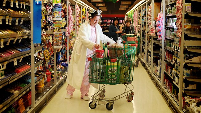 497573-pyjama-shopping