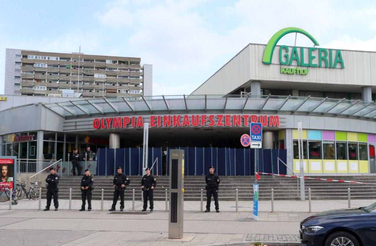 des-policiers-devant-centre-commercial-munich-lieu-fusillade-fait-9-morts-23-juillet-2017_0_1400_915