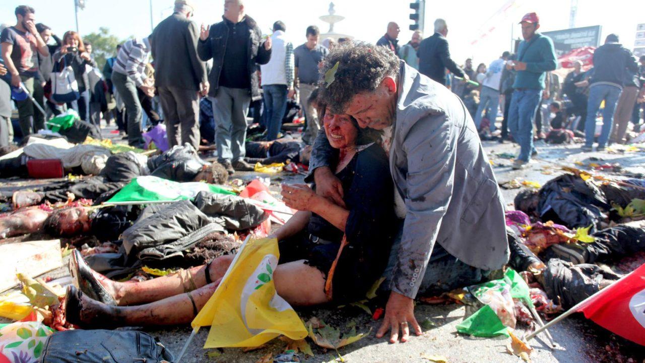 une-femme-blessee-dans-les-attentats-le-10-octobre-2015-a-ankara_5443343