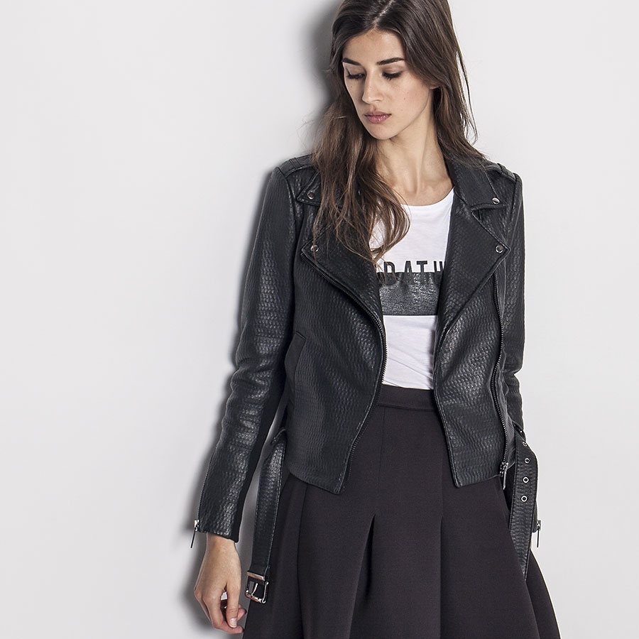 8 manteaux styl s que vous pouvez porter cette saison welovebuzz. Black Bedroom Furniture Sets. Home Design Ideas