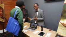 Ce jeune Nigérian a refusé un poste chez Microsoft et l'a expliqué à Bill Gates en personne