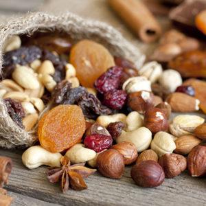 Des noix et des amandes