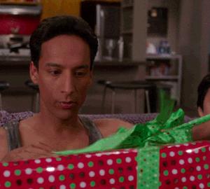 Tu couvres tes parents de cadeaux