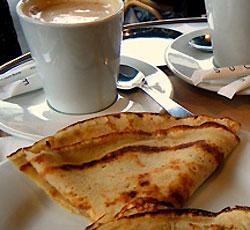 Des crêpes et du café-crème