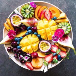 Je n\'arrive pas à me décider, donc je prends tout le bol de fruits