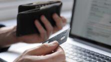 10 caractéristiques de cet ami qui ne jure que par sa carte bancaire