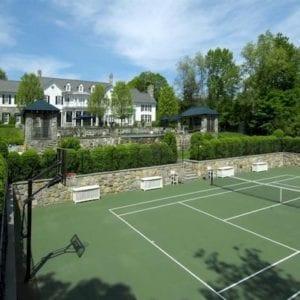 Un terrain de tennis