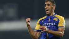 Vidéo: Abderrazak Hamdallah se dispute avec son adversaire en plein match