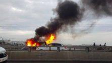 Vidéo: Une voiture ravagée par le feu sur le pont Hassan II reliant Rabat à Salé