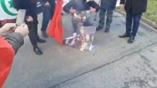 Vidéo: Des marocains brûlent et piétinent la photo du Roi Mohammed VI