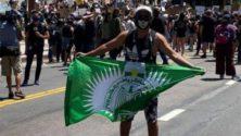 Le drapeau du Raja fait son apparition lors des manifestations aux États-Unis