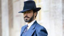 """Assaad Bouab affole la Grande-Bretagne dans le rôle du Duc de Sauveterre dans """"The Pursuit of Love"""""""